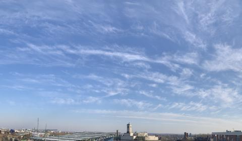 London sky without aeroplanes